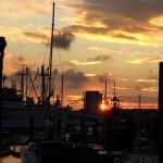 Schiffe und die untergehende Sonne